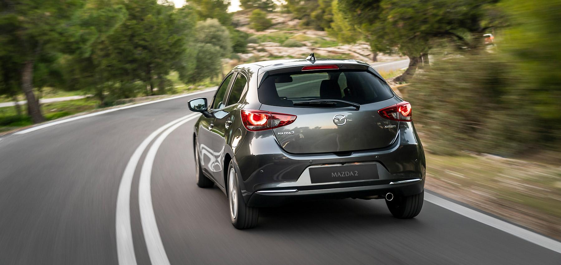 In linea con lo stile elegante del resto dell'auto, anche la parte posteriore della Mazda2 2020 spicca per personalità